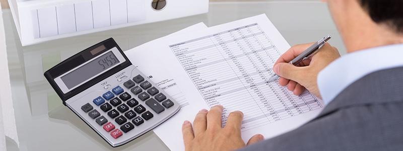Отрязяват ли се изплатени хонорари към адвокат в справка по чл. 73?