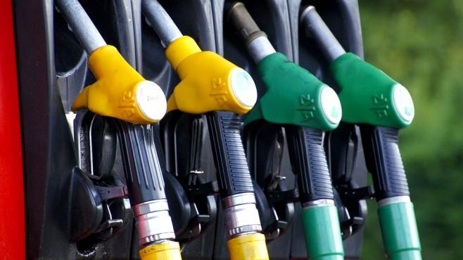 Масови данъчни проверки на НАП при търговията с горива